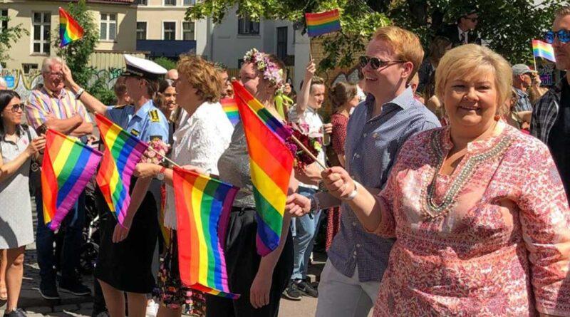 Norges statsminister, Erna Solberg, gik med i paraden til Oslo Pride 2019.