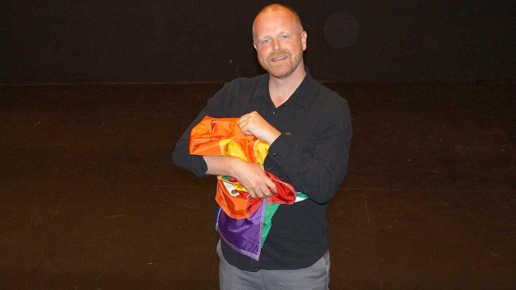 Regnbuefar – ny dansk gaydramatik på Det Kongelige Teater