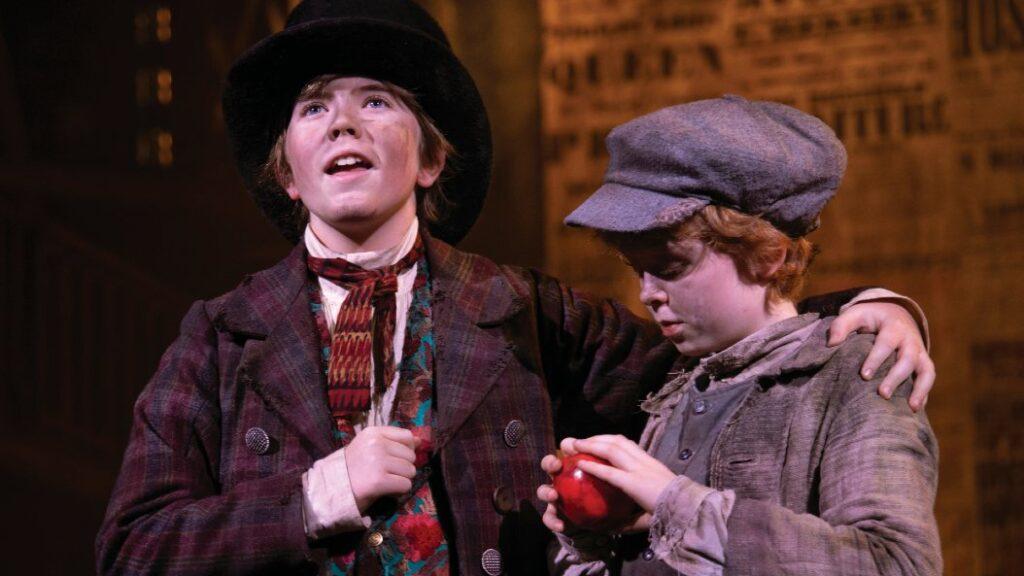 Børnene brillierer i Oliver!