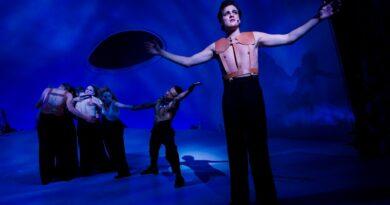 Eksplosiv teaterkoncert med hele Anne Linnets univers